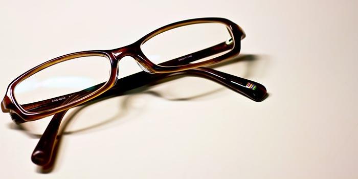 療育コラム 僕がメガネをやめた理由。〜必要機能の『押しつけ』について考える〜